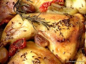 Pulpe de pui la cuptor cu usturoi si rozmarin. Friptura la tava din pulpe de pui, rumene si suculente, parfumate cu usturoi, ceapa, rosii, chimen, rozmarin