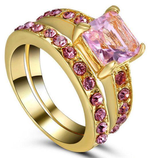 https://www.goedkopesieraden.net/Set-van-2-gouden-ringen-met-roze-strass-steentjes