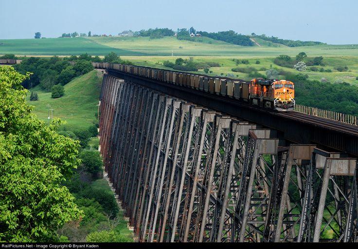 RailPictures.Net Photo: BNSF 6072 BNSF Railway GE ES44AC at Valley City, North Dakota by Bryant Kaden