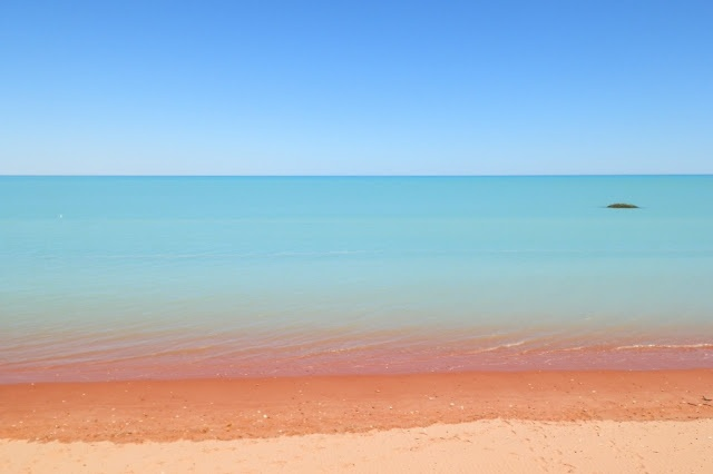 Blue, blue and ... RED! The tide comes in at #RoebuckBay, #Broome #WesternAustralia
