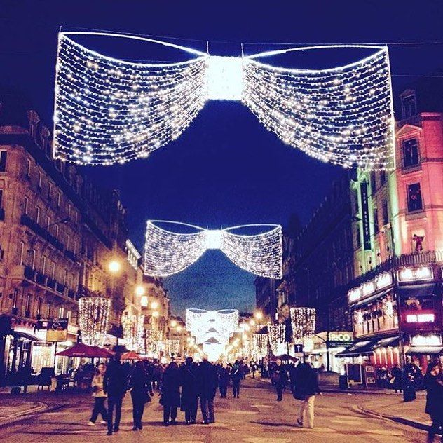 Street of Brussels in December. So Beautifulisnt it? #Brussels #Belgium #Europe #travel #travelblogger #blogger #beautiful #love #adventure #travellikedance #gopro #sponsorship #street #Christmas #illumination #light #beautifulplace #amor #night #ベルギー #ヨーロッパ #sns