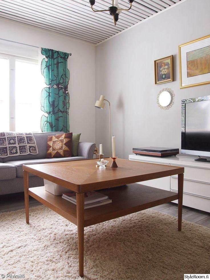 Onpa kiva, rennolla ja retrolla otteella sisustettu 50-luvun Rintamamiestalo. #styleroom #inspiroivakoti #olohuone #rintamamiestalo #klassinensisustus #retro #vintage Täällä asuu: Pilviraitti