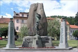 Esto es el memorial. Es en la plaza de Zbraslav.
