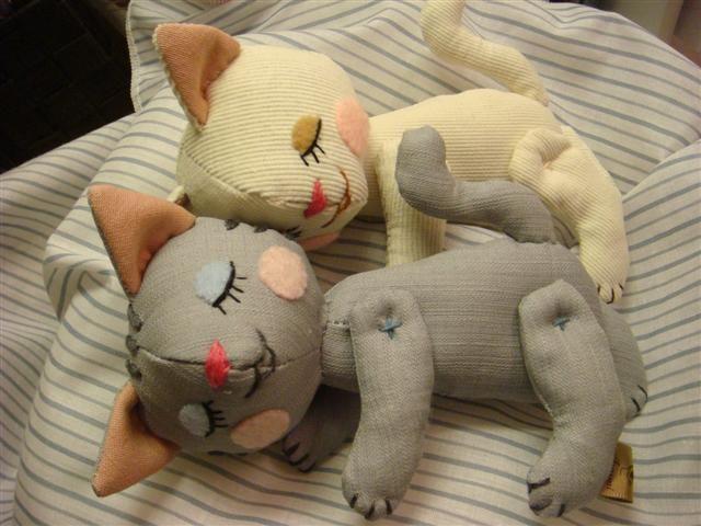 すやすやお昼寝子猫ちゃんの作り方|ぬいぐるみ|ぬいぐるみ・人形 | アトリエ|手芸レシピ16,000件!みんなで作る手芸やハンドメイド作品、雑貨の作り方ポータル