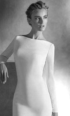 Pronovias Ivania: buy this dress for a fraction of the salon price on PreOwnedWeddingDresses.com