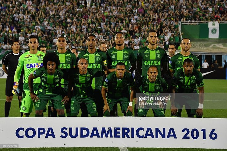 Brazil's Chapecoense players pose for pictures during their 2016 Copa Sudamericana semifinal second leg football match against Argentina's San Lorenzo held at Arena Conda stadium, in Chapeco, Brazil, on November 23, 2016. / AFP / NELSON