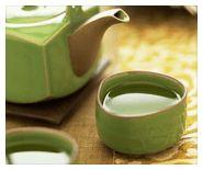 El té verde tiene muchos beneficios, entre ellos el combatir los barros y espinillas causados por el acné. Recetas caseras anti-acné con té verde.
