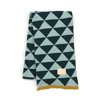 Remix is a gorgeous jaqcuard knit blanket with a beautiful squre print. Have it on your bed or in your couch as a warm and nice decoration detail!