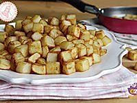 Le patate sabbiose in padella sono facili, veloci da preparare, gustosissime e si preparano in pochi minuti. Croccanti fuori e morbidissime dentro.