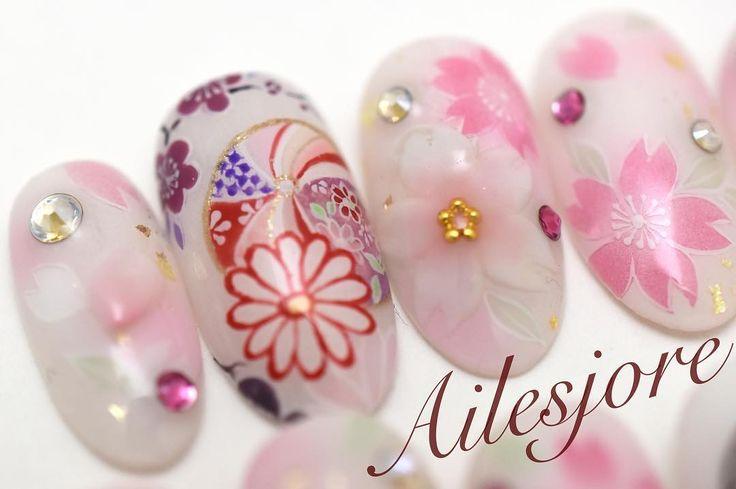 鞠 先ほどリポストさせて頂いたネイルチップ AIZUマレーシアの 1周年記念の浴衣パーティー用  浴衣に合わせて エアブラシでベース AIZUロゴ鞠桜の縁取りなどは全て 手書きで 桜の3Dも添えて  AIZUのロゴも桜が入っていて可愛いです (ω)  Ailesjore 本厚木 エルジョワ  #gel #Instanails #nails #fashionnails #Ailesjore #ongles #onglesengel #Japan #airbrush #handmade #logo #本厚木 #本厚木ネイルサロン  #渋沢 #海老名 #小田原 #エルジョワ #ジェルネイル  #センス  #光療美甲 #和柄 #ネイルチップ #swarovski #ネイルブック #kimono #yukata #japanesepattern #aizumalaysia #sakura #AIZU_1stAnniversary