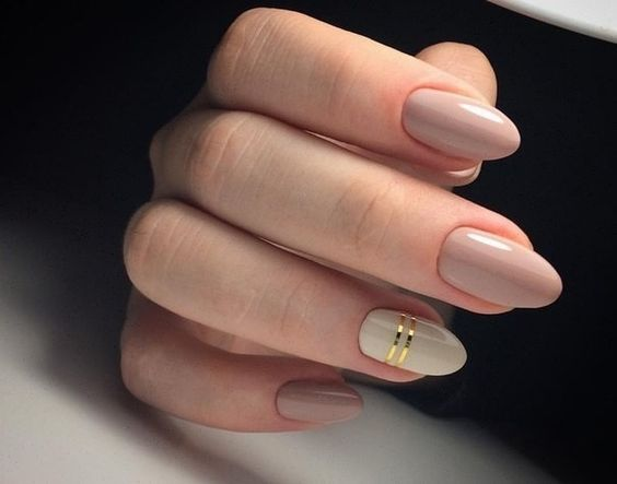 Autumn nails, Beige and pastel nails, Everyday nails, Fall nails ideas, Fashion autumn nails, Gel polish on the nails oval, Ideas of plain nails, Medium nails: