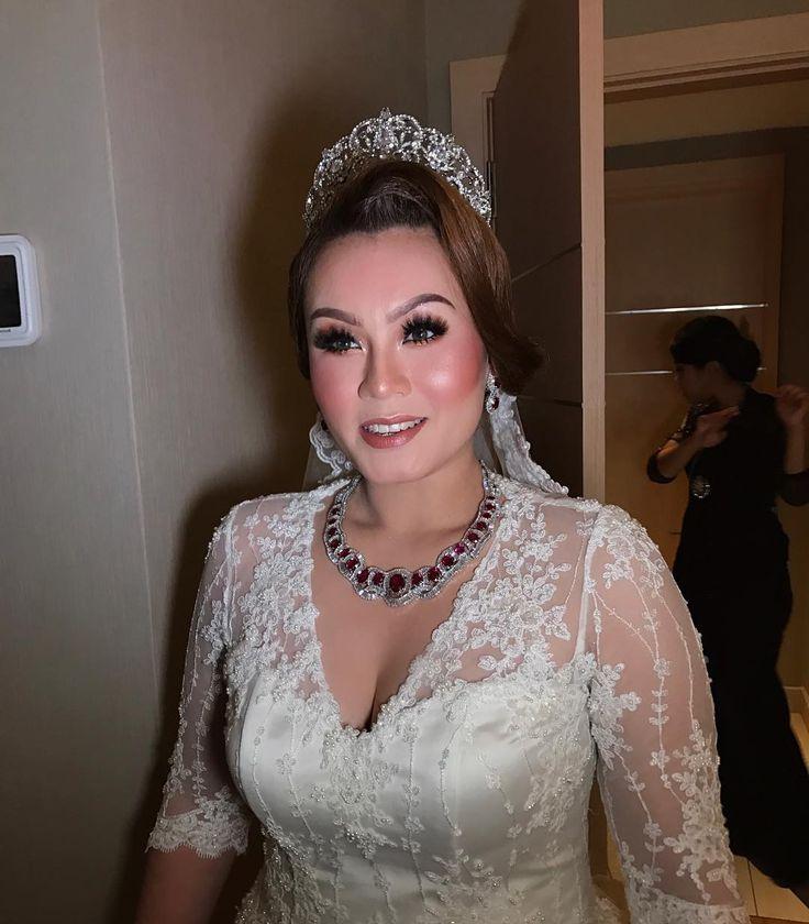 SHARIFAH ALANNA [Night reception] tq so much darling and also your sister Ervinna for trusting me! :) #malaywedding #malayweddingguide #pengantin #kahwin #nikah #sanding #tunang #makeupartist #makeupartists #makeupartistmalaysia #muamalaysia #makeupartistkl #makeupartistselangor #muakl #muaselangor #bridalmakeup #bridalsession #bridal #makeup #makeups #love #makeuplover #designermalaysia #malaysiandesigner