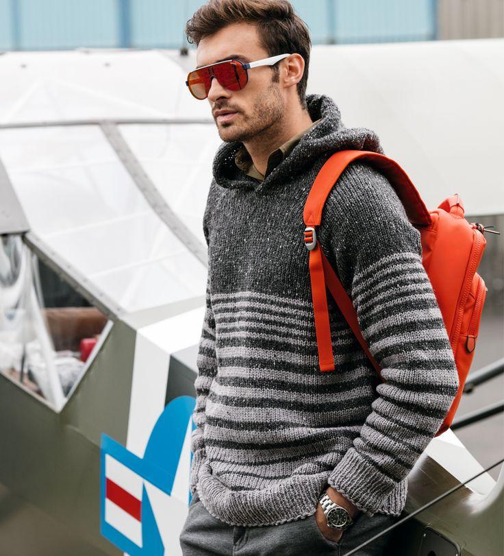 Пуловер с капюшоном в полоску