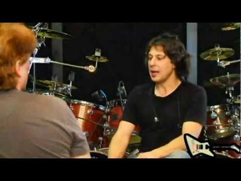 DRUM BATTLE: Mike Portnoy vs Mike Mangini - YouTube