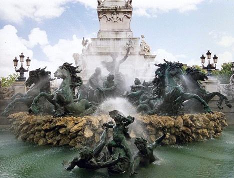 Les Fontaines de bronze au Monument aux Girondins