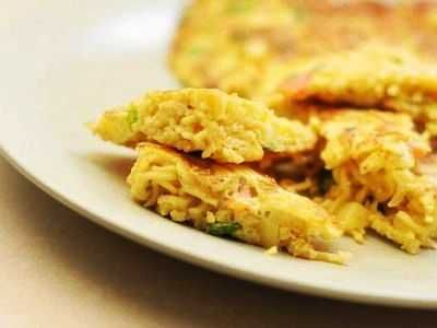 Omelet Mie - Kumpulan cara membuat atau bikin buat video resep omelet mie keju instan sosis sayur kornet telur puyuh paling sederhana serta lezat bisa anda baca disini.