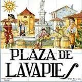 """""""No tardaron en oír la música y el alboroto: los vecinos de Lavapiés y del Rastro se juntaban en los descampados para beber, bailar y divertirse"""" De Ildefonso Falcones, """"La reina descalza"""""""