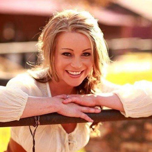 Lianie May, sangeres