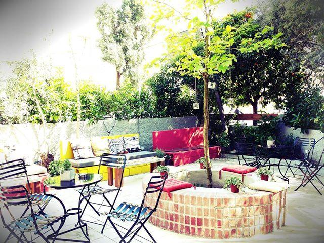 Snatch coffee & booze bar garden