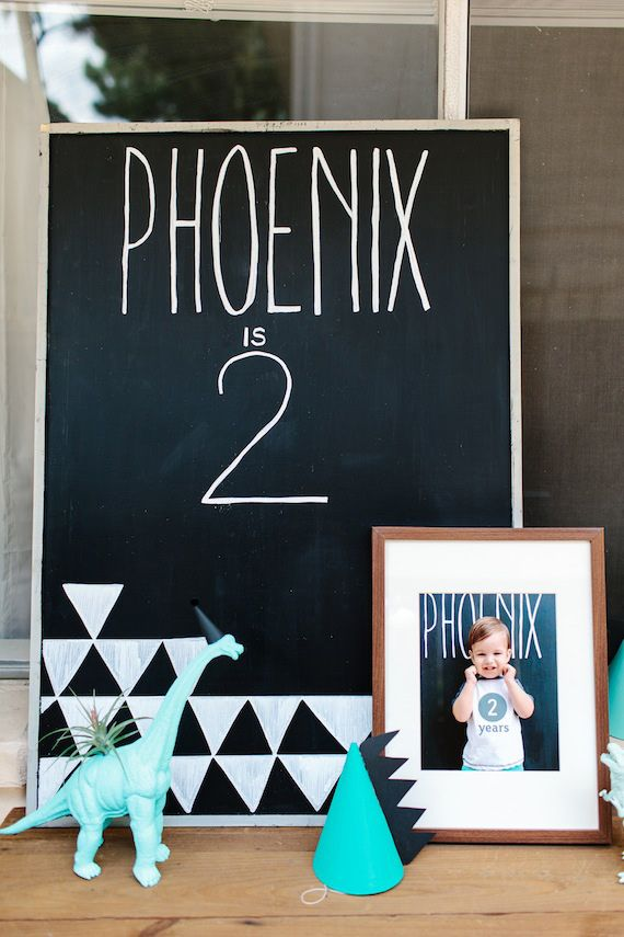 Modern dinosaur 2nd birthday by Jennifer Laura Design | Kristen Curette Photography | 100 Layer Cakelet #birthday #party #dinosaurtheme