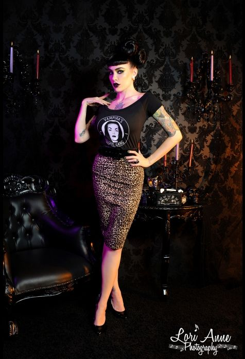 Love the skirt, need to find the right leopard fabric so I can make myself one:)