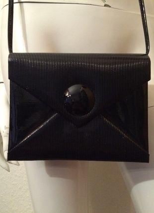 Kaufe meinen Artikel bei #Kleiderkreisel http://www.kleiderkreisel.de/damentaschen/clutches/114474398-clutch-handtasche-lack-schwarz-umhangetasche-original-80er-jahre-blogger-vintage-brief-hipster