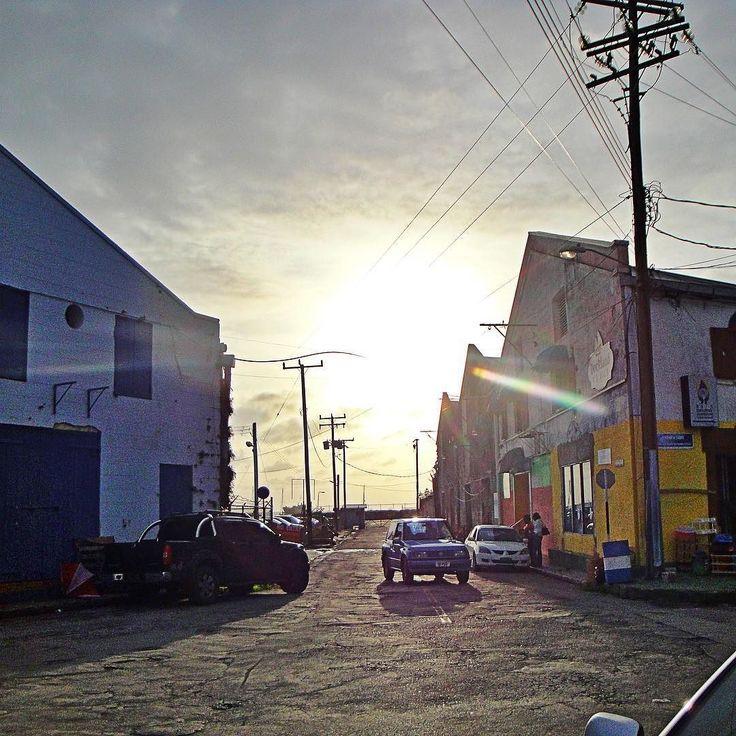 In Bridgetown (Barbados): Looking into the sun