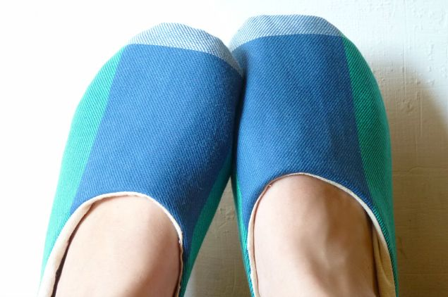 make your own slippers tutorial - so cute!