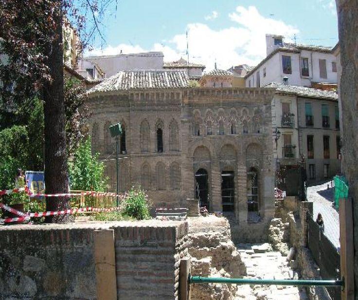 Castilla La Mancha har mer å skryte av enn bare vindmøller og den legendariske Don Quijote. Hovedstaden i denne regionen sies å vaere Spanias vakreste by. Det er ikke for ingenting at Toledo står på UNESCOS liste over spesielt verneverdige steder. #leiebilspania #Toledo #Spania  http://www.spania24.no/spanias-vakreste-by-toledo/