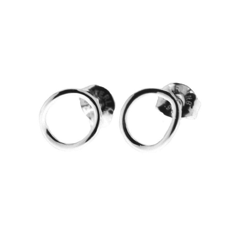 Small sterling silver circle earrings from By Malene Meden at Svane & Lührs. Worldwide shipping € 5: www.svane-luhrs.com.