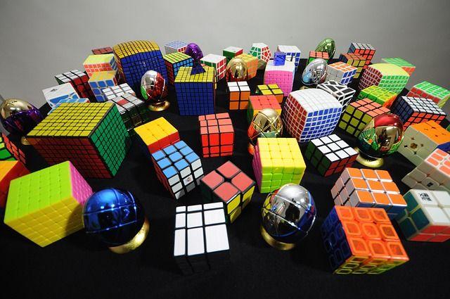 Rubik https://www.jatekfarm.hu/blog/rubik-erno-a-kocka-el-van-vetve-463