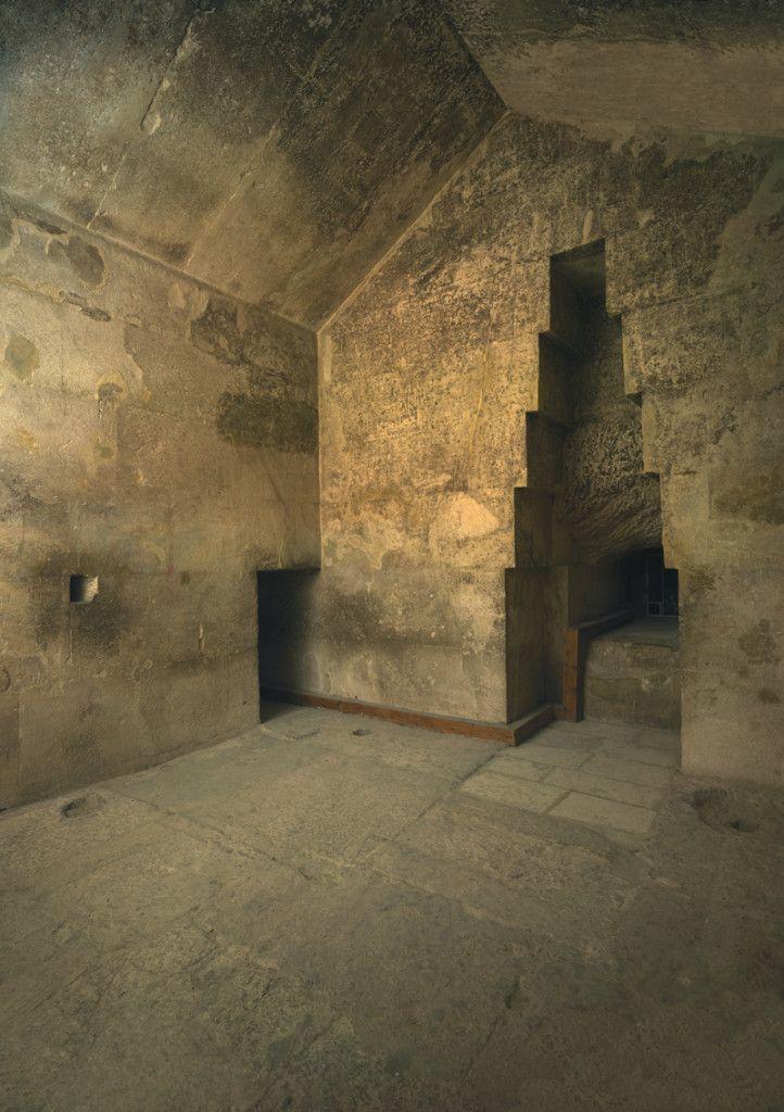 что внутри пирамиды в египте фото колесных