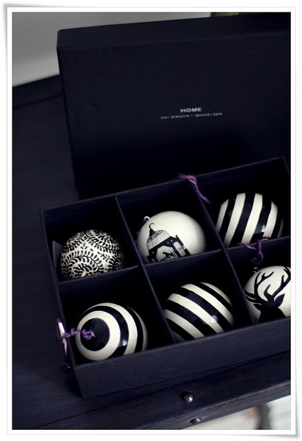 Black and white xmas baubles.  Totally up my ally! Totally.