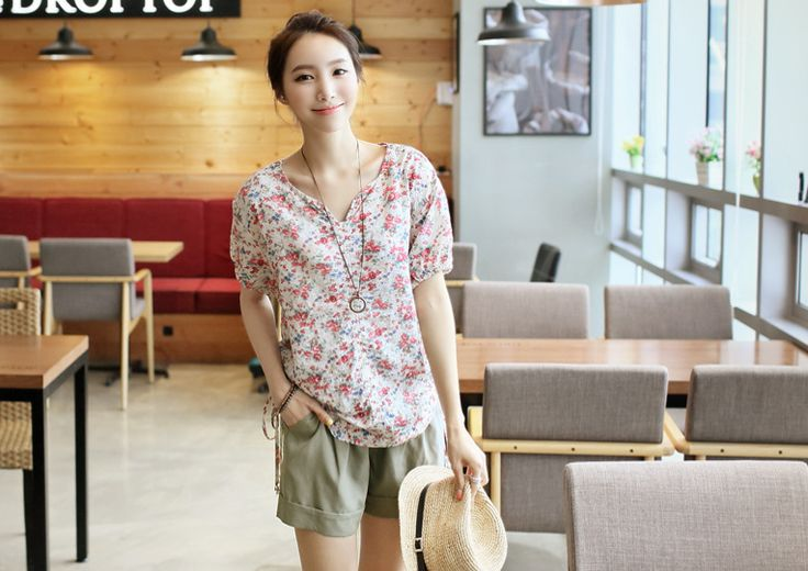 Republic of Korea reigning Women's Clothing Store [CANMART]  #koreafashionshop #fashion_pinter #pinterclothes #pintershop #womenfashion #goodquality #goodfabric #korea #dailylook #dailyfashion #CANMART #OOTD #madam #mam    #top #blouse #shirt #pattern #vneck #flower  bright and faint praise micro printing! Lovely styling mood ~  V floral blouse / Size : FREE / Price : 44.14 USD