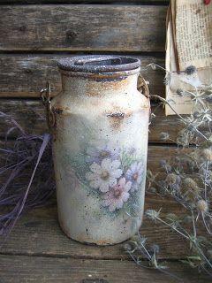 Космея тянет с клумбы сиренево-голубые ,прозрачные лепестки. Нежные, трогательные цветы дества из бабушкиного сада....   Старый,старый бидо...