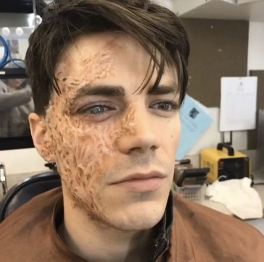 tteoli: This is how we test a look till we get it right! #flash #flashteammakeup #savitar