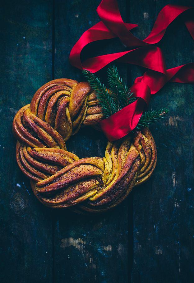 A saffron cinnamon wreath and saffron buns