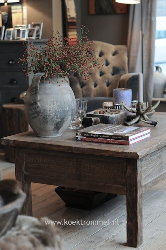 oude salontafel met laden