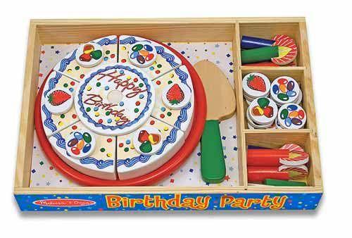 Entretenida torta de cumpleaños de madera.