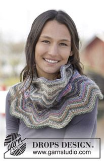 "Fleur - Knitted DROPS neck warmer with zig-zag pattern in ""Big Delight"". - Free pattern by DROPS Design"