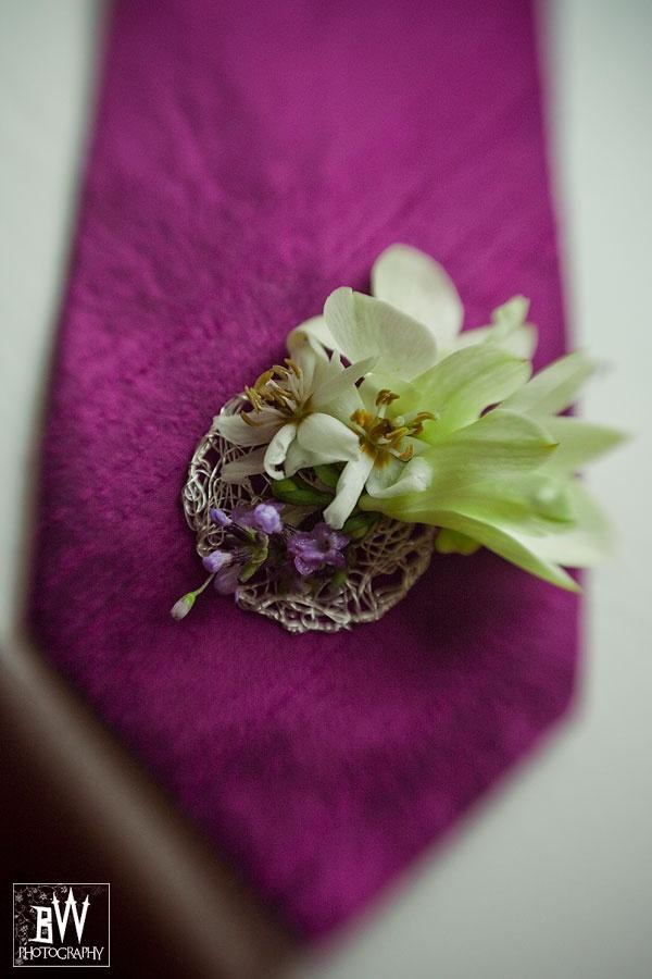 krawat i przypinka Pana Młodego
