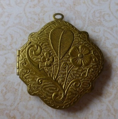 1 x Vintage Brass Locket - circa 1940/50's - by eclecticmoi on Craftumi