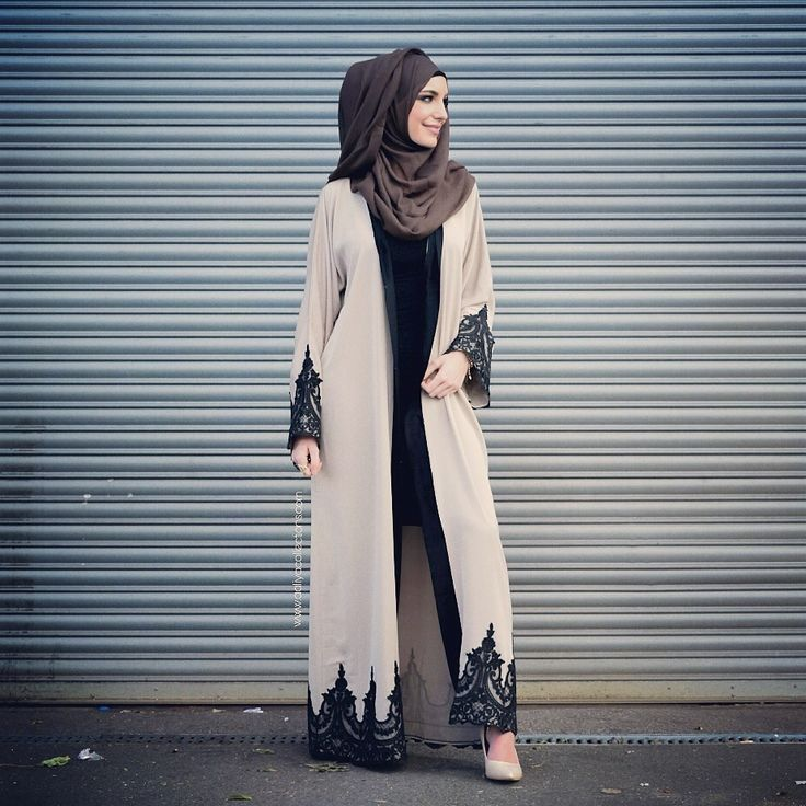 A beautiful abaya consisting of high quality cream nidha with a beautiful black lace on the sleeves and hem of the abaya! Can be worn open or close...