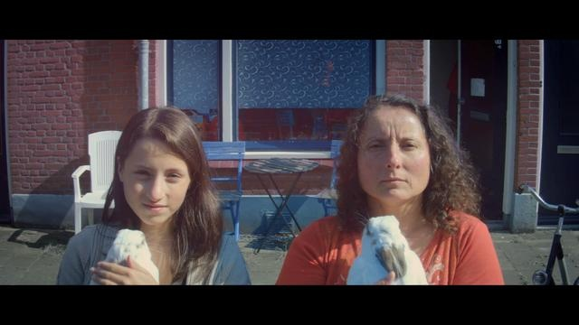 Philips 'Make me a morning person' Sleepy Teen vs Wake-up Light Challenge (directors cut) by Revolver. One out of two mini documentaries we created for the new 2011 Philips Wake Up Light campaign. We went out to look for REAL people with serious morning issues: grumps, morning zombies, grunts...