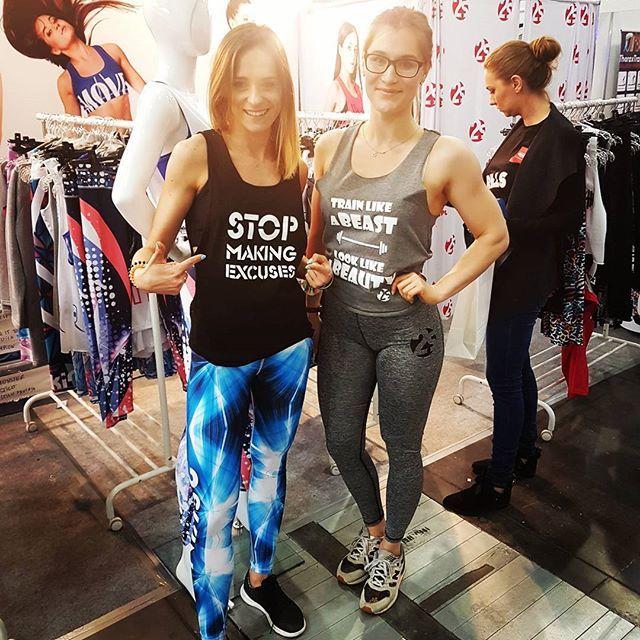 A co przyciągnęło blogerkę sportową⁉Motywacyjne napisy💪Super,że nas odwiedziłaś @fatfighters_ 👍  #poznan #weekend #fitexpo2017 #sport #fitness #fitgirls #2skin #leggings #trainhard #motivation #meet #top #toptags #smile #beast #health #active #lifestyle #healthylife #crossfit #ripped #fitfreak #shape #fitlook #sports  #fitpeople #likeit