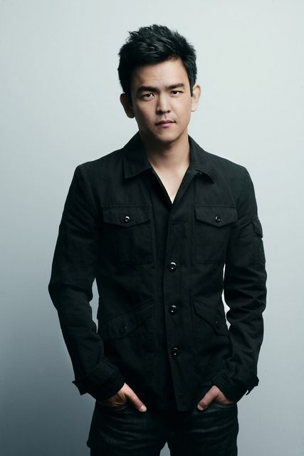 John Cho: looking good... I must admit.. hot asian men make my heart skip a beat. *sigh*