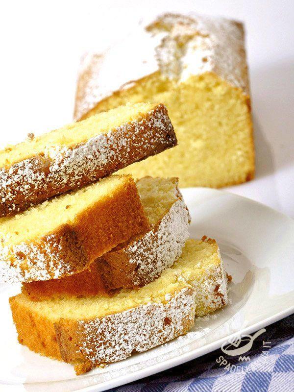 Il Plumcake allo yogurt senza glutine è un dessert soffice da gustare a colazione o servire a merenda, dato che è molto versatile. Piace molto ai bambini!