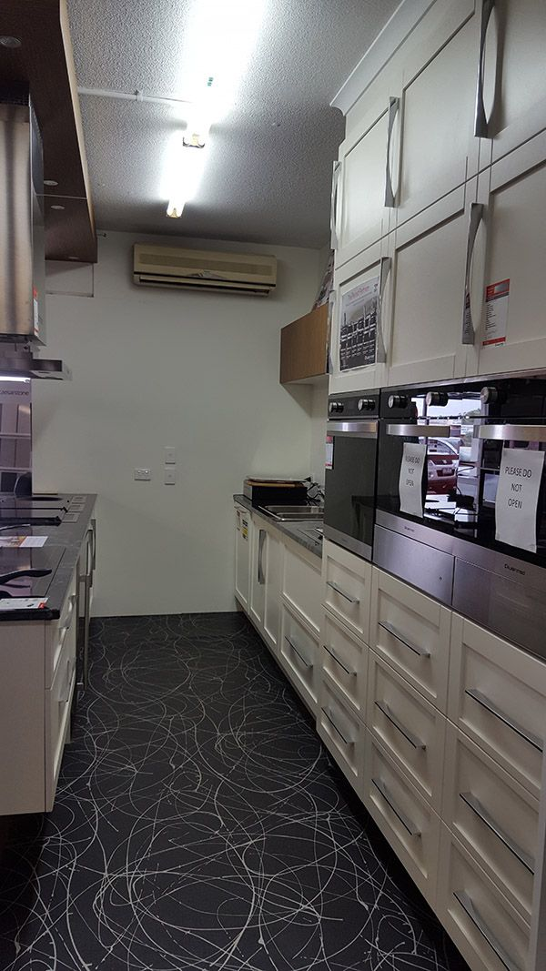 For Sale Profiled Door Kitchen Ex Display We Re Moving From Our Underwood Showroom To Our Modern Kitchen Sh Kitchen Display Kitchen Redo Kitchen Showroom