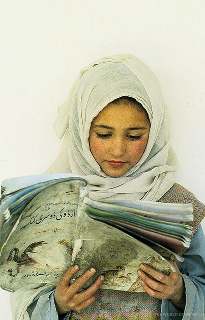 Young girl reading. Pakistan (by World Bank Photo Collection)