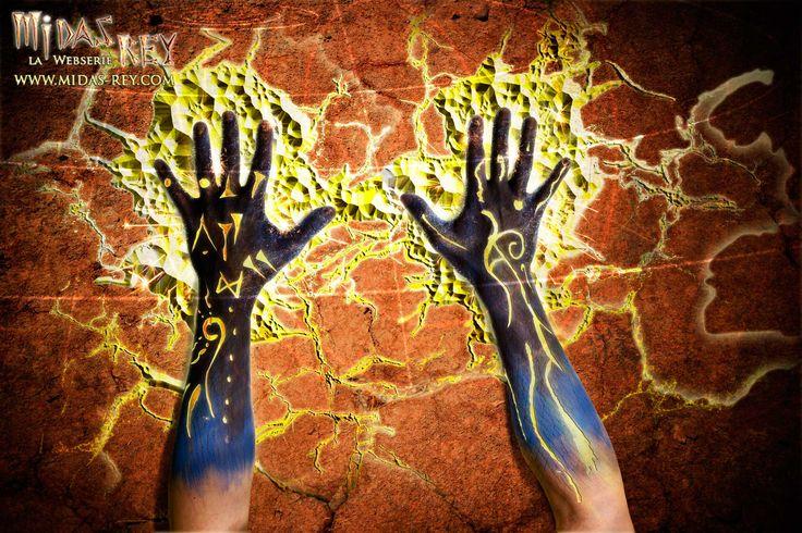 Detalle de las manos del rey Midas corrompidas por la codicia. La piel y el cuerpo de Midas mutará y envejecerá con cada contacto que transforme materiales, objectos y seres en oro. http://www.midas-rey.com